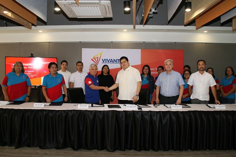 POWER SUPPLY. From left (front row) Maria Neriza Gigante, Bantayan Electric Cooperative (Banelco) board director; Lee Rivera, Banelco general manager; Oscar Seares, Banelco Board president; Emil Andre Garcia, Vivant Energy Corp. chief operating officer; Walden Tantuico, Gigawatt Power Inc. president; and Arlo Angelo Sarmiento, Vivant Corp. executive vice president, during the signing of the 15 megawatt power supply agreement. Behind them are the officers of Gigawatt Power, Vivant Energy and the rest of the Banelco Board. (Contributed Photo)