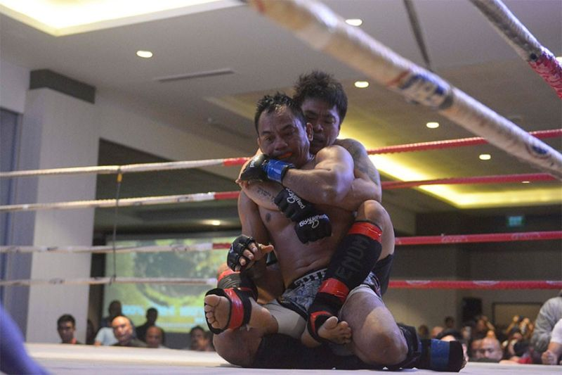 BACOLOD. Bryan Bendanillo taking the Back of Rubin Jaculbe and looking to sink a rear-naked choke in the undercard fight of the 6100 Fight Fest II. Bendanillo won via unanimous decision. (Mymy Alagaban Photo)