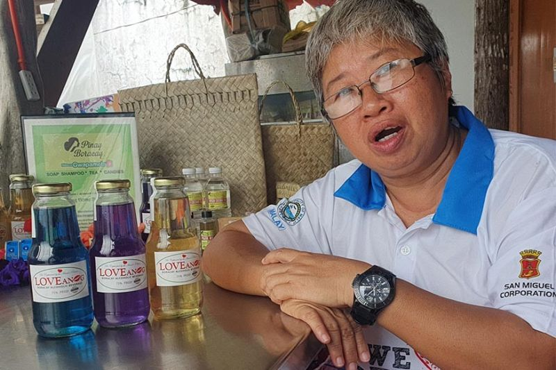 AKLAN. Boracay Island Producers Cooperative president Desiree Segovia talks about the love potions they had produced in Boracay. (Jun N. Aguirre)