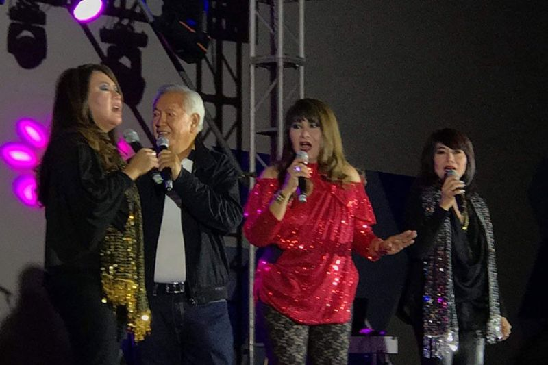 BACOLOD. Bacolod City is becoming a hub for concerts by music legends who share their talents to the locals to enjoy and celebrate. Engineer Abe Gilbor enjoys the company of the Original Filipino Music legendary Imelda Papin and her sisters Aileen and Gloria in a recent concert held on Feb. 9 at SMX Convention Center in Bacolod City. (Photo by Carla N. Cañet)