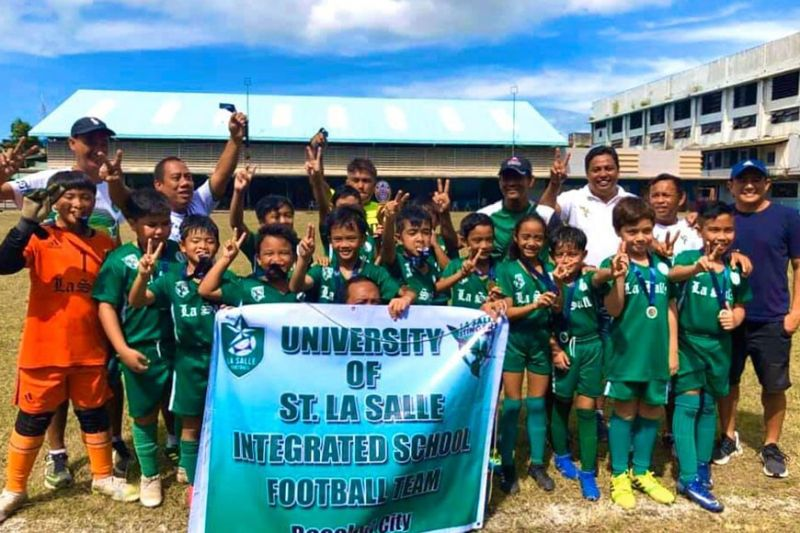 BACOLOD. Back-to-back champions the University of St. La Salle-Integrated School. (Louie Yasay Photo)