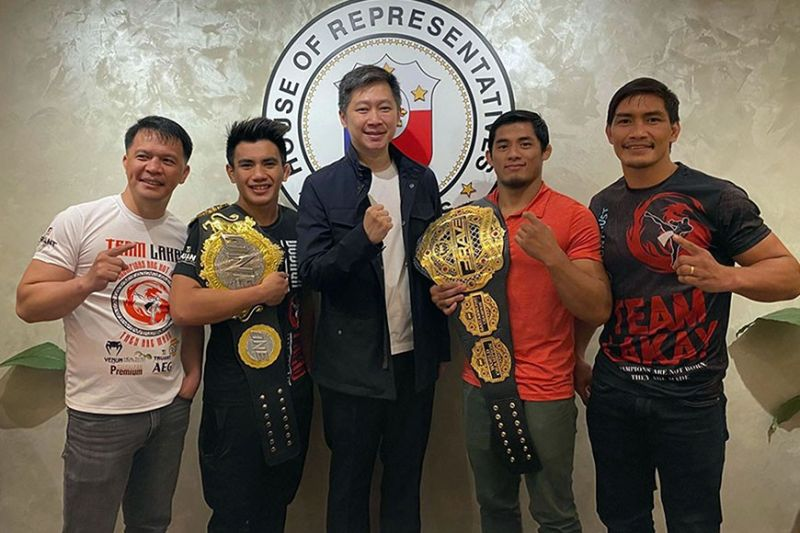 BAGUIO. Benguet caretaker and ACT – CIS partylist representative Eric Go Yap (center) joins members of Team Lakay coach Mark Sangiao, Joshua Pacion, Stephen Loman and Eduard Folayang. (Contributed photo)