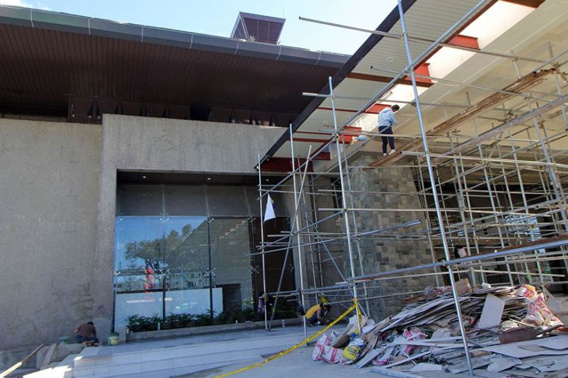 BAGUIO. A worker rushes to complete the façade of the Baguio Convention Center which is expected to be turned over to the city this March. Baguio City Mayor Benjamin Magalong is calling for investigation on the rehab of the convention center. (Photo by Jean Nicole Cortes)