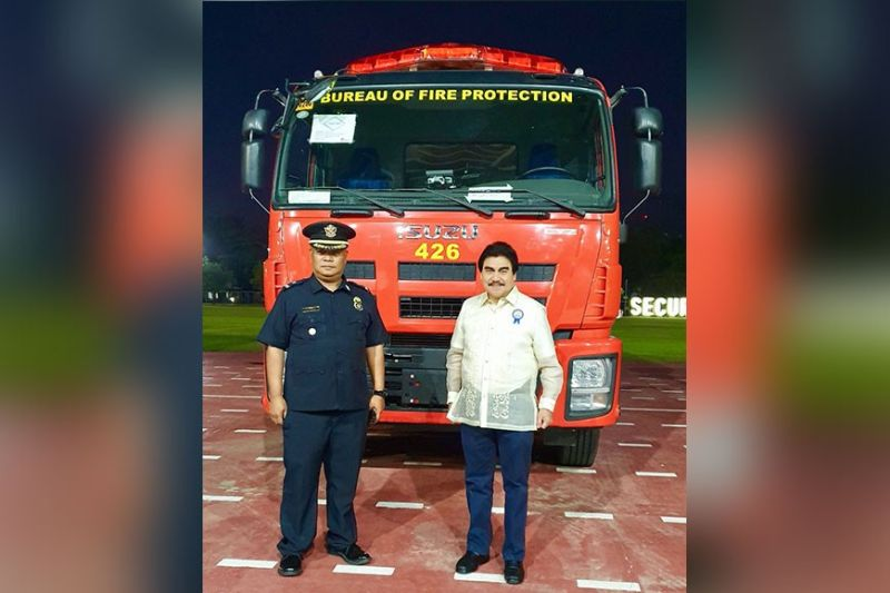 BACOLOD. Mayor Evelio Leonardia and BFP city fire marshal Chief Inspector Publio Ploteña receive the brand new P12.5-million Isuzu fire truck from the DILG at the distribution and turnover ceremony at Camp Aguinaldo in Quezon City Tuesday, February 11. (Contributed photo)