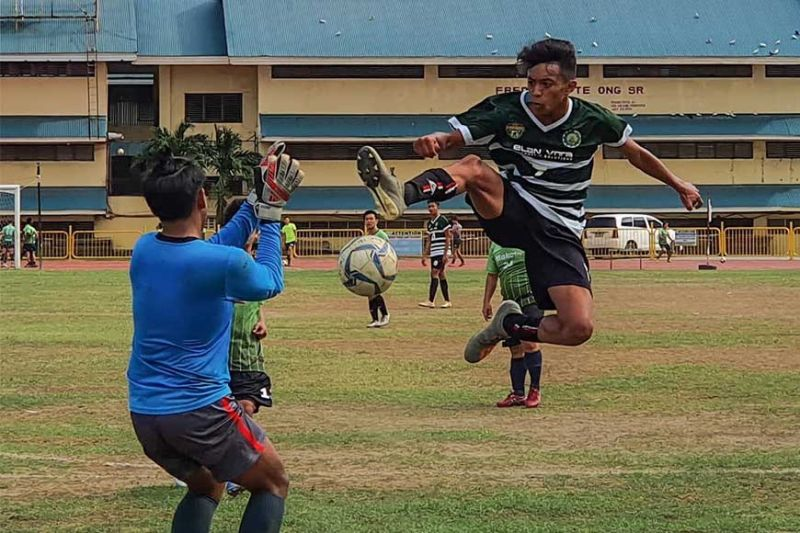 FLYING BRO. Josh Asignar tries to redirect the ball during Erco-DB's Division 2 match against Makoto FC in the AboitizLand Football Cup. Erco won the division and is now looking to add the Division 1 title to its haul. (Sunstar File)