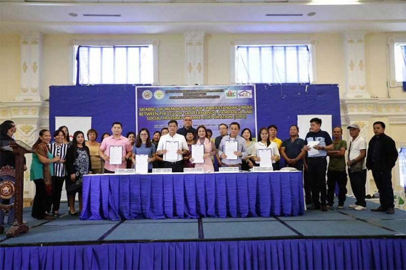 PAMPANGA. Randy Vergara, OIC-manager SHFC Pampanga Branch; Councilor Tina Lagman; Mayor Edwin EdSa Santiago; Leira Buan, Assistant Secretary of Department of Human Settlement and Urban Development; Atty. Arnolfo Ricardo B. Cabling, SHFC president; Atty. Ann Margarette C. Vista, OIC-VP SHFC Central Luzon Regional Operations sign the partnership between the City of San Fernando and the Social Housing Finance Corporations on February 11, 2020 at the Mini Convention, Heroes Hall. (Contributed photo)