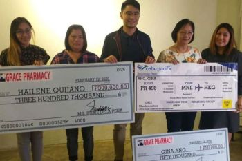 """BACOLOD. Unilab-Western Visayas key accounts manager Carlo Reodica (center) with the winners of with the two grand prize winners of """"Love ka gid sang Grace Pharmacy, 48th Anniversary Raffle Promo"""" during the awarding activity held at Italia Restaurant in Bacolod City on Wednesday, February 12, 2020. Also in photo, Unilab's key accounts manager Jackie Clarino (right) and Key Accounst Specialist Roxy Carballo. (Photo by Erwin P. Nicavera)"""