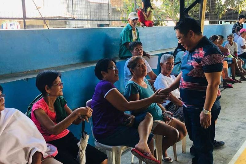 PAMPANGA. Mayor Diman Datu met with senior citizens of Bacolor town during a recent financial assistance distribution. (Ian Ocampo Flora)