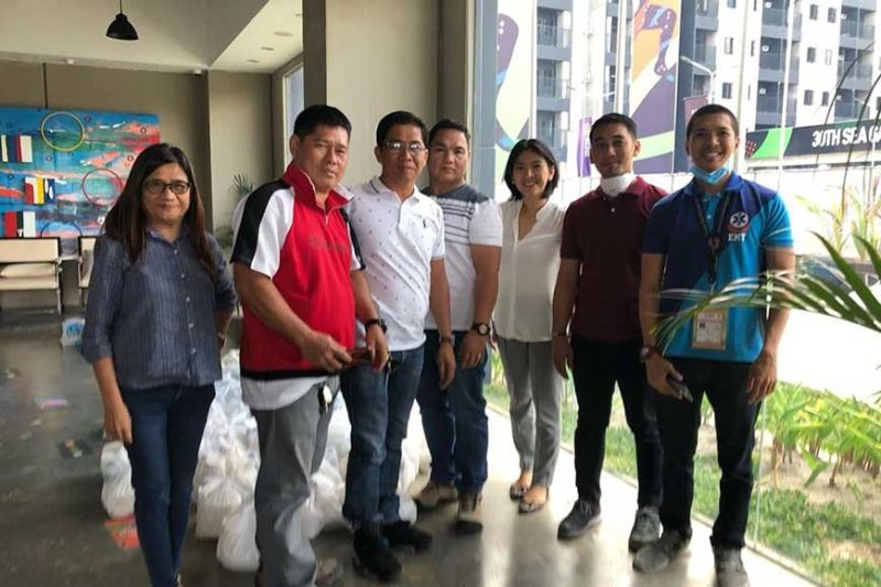 TARLAC. Members of the Capas emergency medical team are all smiles after receiving Valentine's Day food packs from Capas Mayor Reynaldo Catacutan on Friday, February 14, 2020. (Contributed photo)