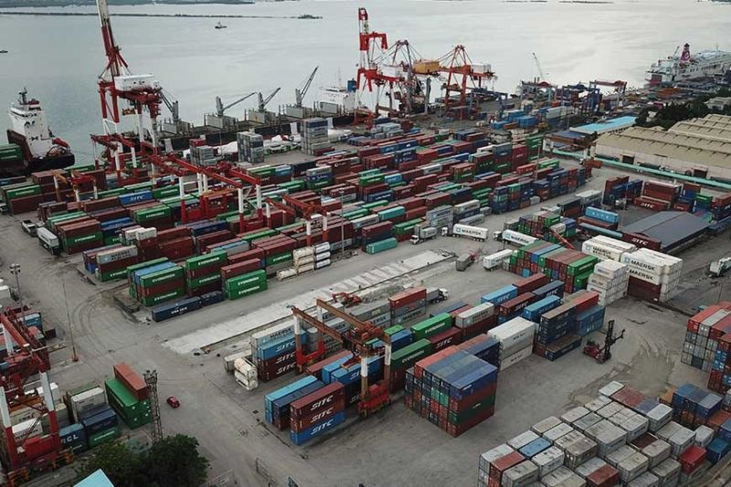 TRADE: An aerial photo shows container vans docked at the Cebu Inter-national Port  in Cebu City. According to the Cebu Port Authority, Cebu bought a total of 16,992.50 tons of goods from China, composed of chemicals, fresh fruits, wooden products, used engines, malts, furniture, papers and plywoods in January 2020. (SunStar File Photo)