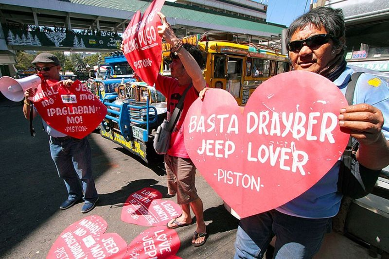BAGUIO. George San Mateo leads the Valentine's Day picket of Pinagkaisang Samahan ng Tsuper at Operator's Nationwide (Piston) Baguio - Benguet Chapter. San Mateo said this picket is just a prelude to a bigger rally on Monday at the Regional Office of LTFRB demanding the stop to jeepney phaseout. (Photo by JJ Landingin)