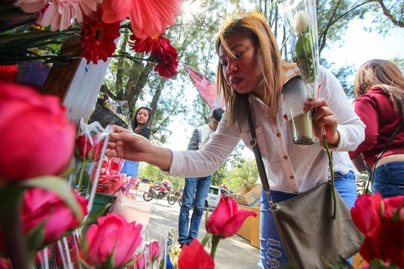 BAGUIO. Baguio folks celebrate love during Valentine's Day. (Photo by Jean Nicole Cortes)