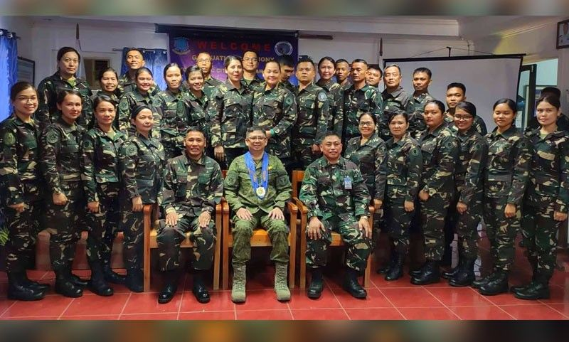 DAVAO. Ang Class Sinag 2019 uban ang mga opisyales, gikan sa wala, Lt. Col. Armand S. Enriquez, Commanding Officer sa 7th Air Reserve Center, MGEn. Connor Anthony D. Canlas SR AFP, Commander of Air Force Reserve Command ug Lieutenant Colonel Marcelo Roco, PAFR Group commander 72nd Air Force Group Reserve.