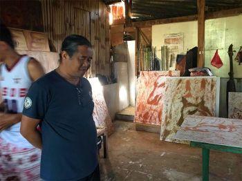 "DAVAO. Talaandig visual and music artist Rodelio ""Waway"" Linsahay Saway in his workshop in barangay Songco, Lantapan, Bukidnon. (Photo by Stella A. Estremera)"
