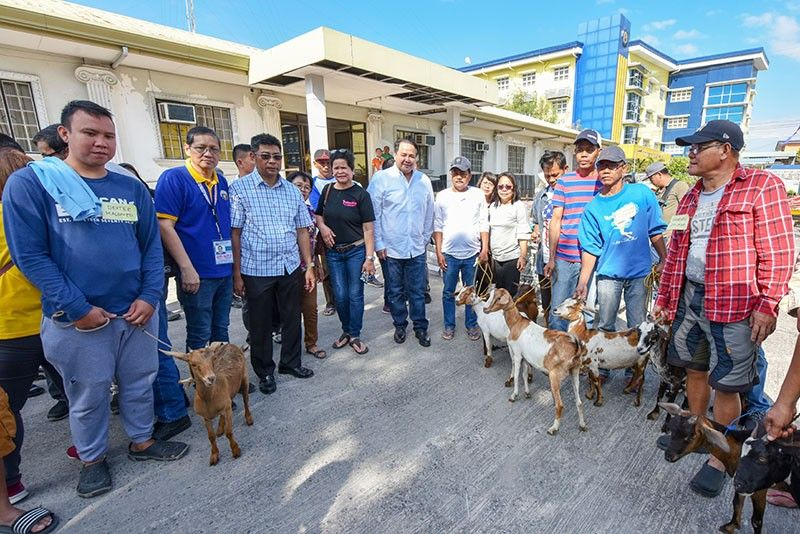 "PAMPANGA. Governor Dennis ""Delta"" Pineda, alongside DA-Central Luzon representative Agripina Tuazon, committee on agriculture chairman Board Member Ananias Canlas, Jr. and Provincial Health Officer Dr. Augusto Baluyut join the recipients of live goats yesterday at the PEO Compound. (Contributed photo)"