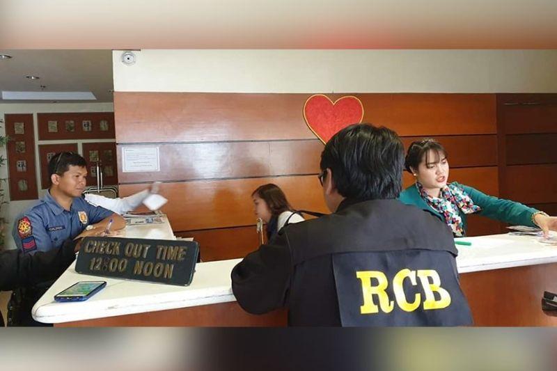 ANG mga sakop sa Regulatory and Compliance Board (RCB) nisusi sa mga motel, hotel, inn ug uban pang mga balay pahulayan atol sa Valentine's Day. (Kris Sialana)