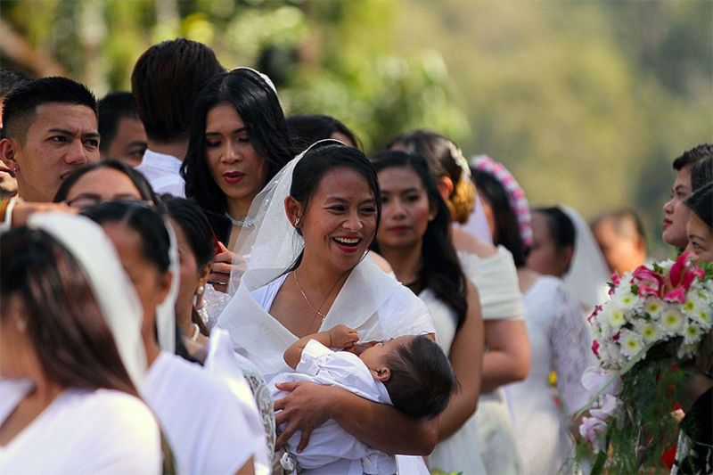 VALENTINE DAY NUPTIALS. A Valentine Day Mass Wedding organized and sponsored by Pag-Ibig Fund. Baguio City Mayor Benjamin Magalong officiated the nuptials at the historic Rose Garden, in Burnham Park, Friday afternoon with 50 couples taking advantage of the free wedding. (JJ Landingin)