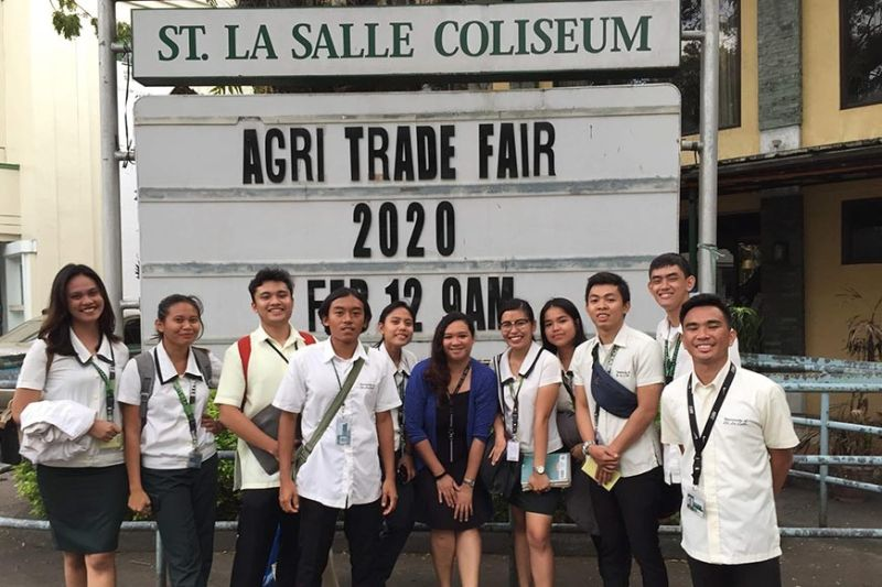 BACOLOD. The members of Green Ranchers Club with their moderator Bea Emma Bachinela (center) on the sidelines of the three-day Agricultural Tarde Fair 2020 held at the University of Saint La Salle in Bacolod City until Friday. (Contributed photo)