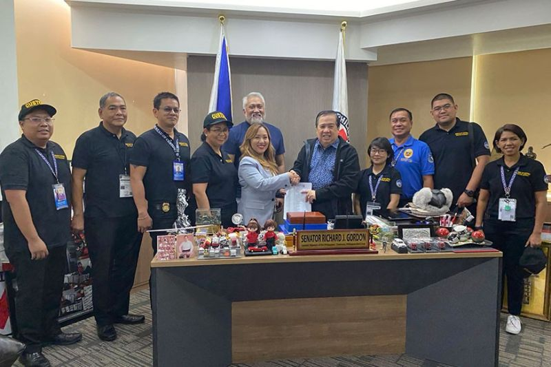 PAMPANGA. Philippine Red Cross chairman and CEO Senator Richard Gordon accepted Thursday the donation from the Bureau of Customs led by Customs Officer Mimel Talusan. (Contributed photo)