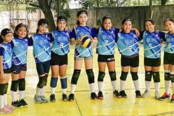BACOLOD. St. John's Institute wins 3-peat champion titles in the Cluster A and B of the Nopsscea 10 under Volleyball Competition. Cluster A champions (from left) Rysa Andrea Lobaton, Jezikha Claudia Marie Canlas, Keyanna Elise Palic, Savanna Marie Saril, Eileen Susan, Gabrielle Yanson, Rhian Margaret Ruiz, Denise Loyola, Kristiana Reece Demonteverde and Sheena Daicey Donesa. Head coach is Sheryl Laborte with assistant coaches Ruby Casiple and Jazpher Laborte. (Stephen Tan Photo)