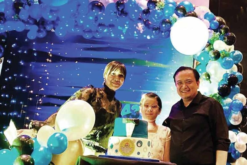 HAPPY BIRTHDAY. Councilor Raymond Garcia with wife Juliene Kate and daughter Lexie at Radisson Blu Cebu during his surprise birthday dinner.