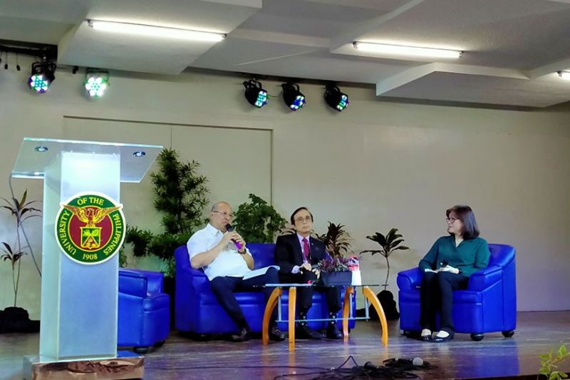 """DISCUSSION. From left, National Economic and Development Authority (Neda) 7 Director Efren Carreon, Socio-economic Planning Secretary and Neda Director-General Ernesto Pernia, and University of the Philippines-Cebu (UP-Cebu) School of Management dean Tiffany Adelaine Tan, during the """"Business Meeting with Sec. Ernesto Pernia"""" panel discussion organized by UP-Cebu on Monday, Feb. 17, 2020. (Sunstar Photo / Johanna O. Bajenting)"""
