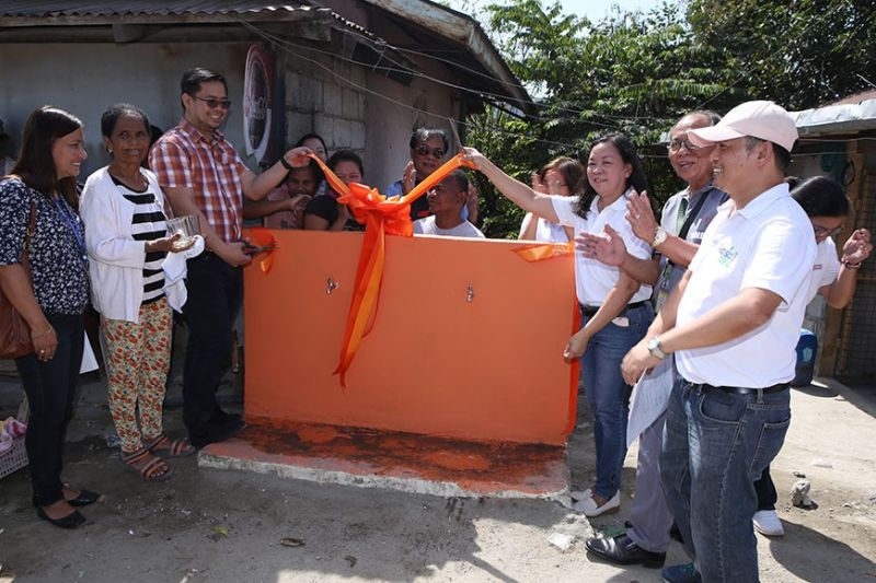 PAMPANGA. International Container Terminal Services Inc. (ICTSI) in partnership with Clark Development Corporation (CDC) through its Corporate Social Responsibility program turned over the 2nd phase of the potable water system project to the residents of Sitio San Martin in Bamban, Tarlac. In photo are CDC assistant vice president for External Affairs Rommel Narciso with ICTSI executive director Filipina Laurena, ICTSI project coordinator Joy Lapuz, Philippine Business for Social Progress (PBSP) project officer Froilan Moren, CDC community relations officer Agnes Matias, Bamban Local Government Unit and Sitio San Martin officials. (Contributed photo)