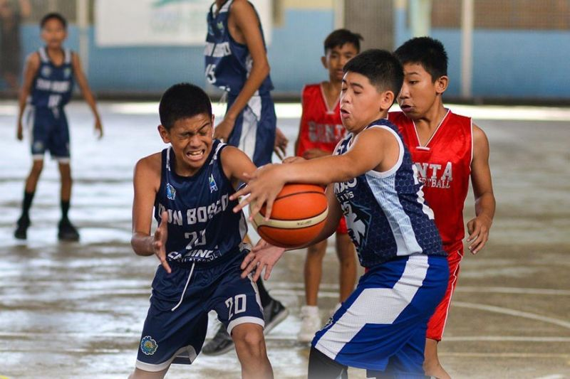 MY BALL. Players from Don Bosco Technical College and Punta Alas battle for the loose ball during their MYBL-Cebu enconter. (Contributed Photo)