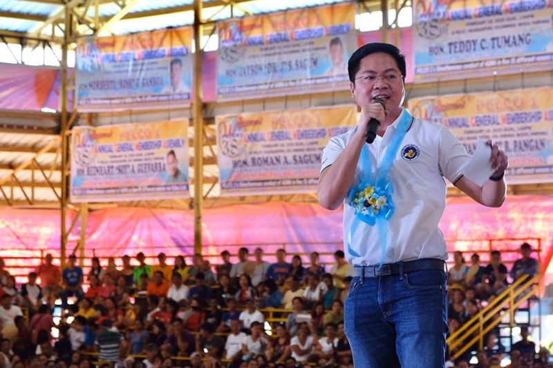 PAMPANGA. Cabinet Secretary Karlo Nograles assures member-consumer-owners of Pampanga I Electric Cooperative that the Duterte administration opposes privatization of electric cooperatives in the country. (PIA)