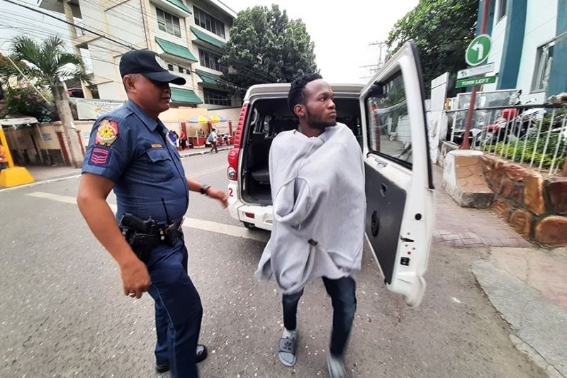 NOT HIS FIRST TIME. Abellana Police Station chief Police Maj. Elisandro Quijano said Soky Odmgbe was also detained last year after he groped a woman's chest but he was released when no charges were filed. (Sunstar Photo / Arnold Bustamante)