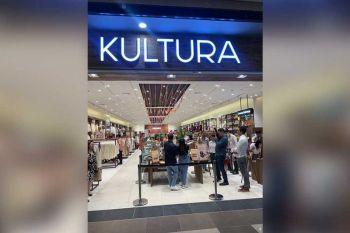 ASA DAPIT: Ang Manila Chocolatier anaa dapit sa entrance sa Kultura sa SM City Cebu. (Michelle P. So)