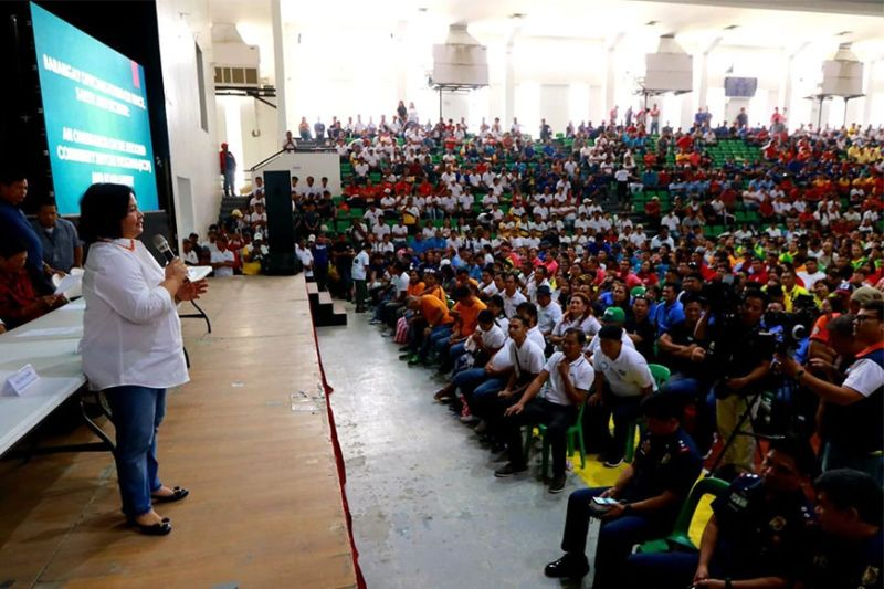 PAMPANGA. Pampanga Vice Governor Lilia Pineda addresses thousands of barangay officials during Tuesday's Peace, Safety and Security Forum held at the Bren Z. Guiao Convention Center, City of San Fernando. (Chris Navarro)