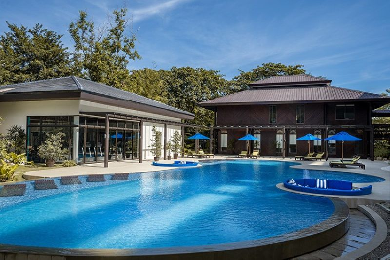 Take a dip in 32 Sanson's refreshing swimming pool.
