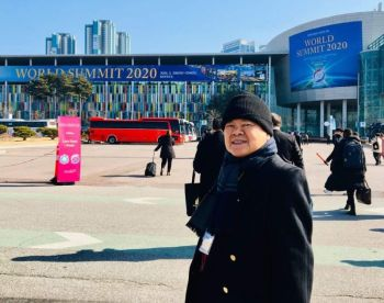 KOREA. Rey posed before the World Summit 2020 Convention Building of Kintex. (Photo by Debb Bautista)