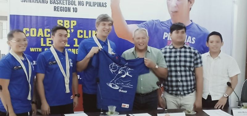 CAGAYAN DE ORO. Coach Jong Uichico and Mayor Oca Moreno hoist up a souvenir shirt after Friday's SBP forum with the local press at the City Hall of Cagayan de Oro. The two-day (Feb. 22-23) coaches' clinic and accreditation for nearly 200 participants across Region 10 will be held at the Corpus Christi gym, Cagayan de Oro City. (Lynde Salgados)