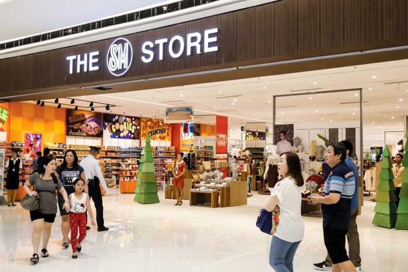 GO OUT AND SHOP. Retail tourism is one of the industries severely hit by the Covid-19 outbreak as consumers opt to shop online rather than in malls. Through the country's first shopping festival in March, retailers are given the opporutnity to make up for lost sales and boost consumer spending.  (SUNSTAR FILE)