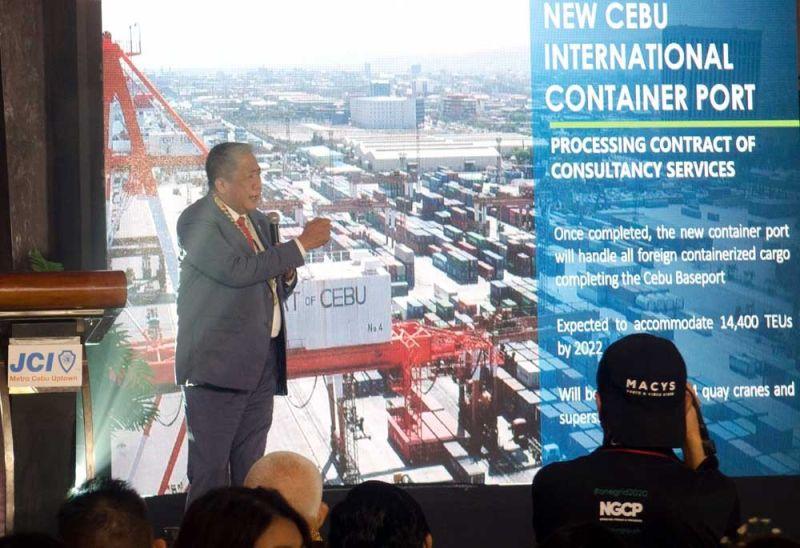 BRT, CABLE CAR. Si Transportation Secretary Arturo Tugade nihatag og updates sa transportation program alang sa Cebu. (Alan Tangcawan)
