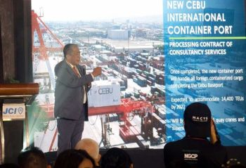 BRT, CABLE CAR. Si Transportation Secretary Arturo Tugade nihatag og updates sa transportation program alang sa Cebu. (Alan Tangcawan)