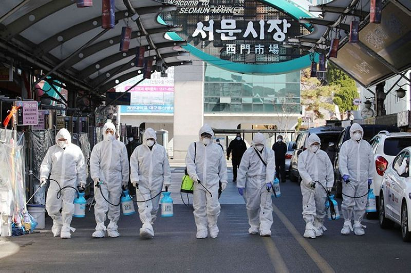 SOUTH KOREA. Workers wearing protective gears spray disinfectant as a precaution against the Covid-19 at a local market in Daegu, South Korea, Sunday, February 23, 2020. (AP)