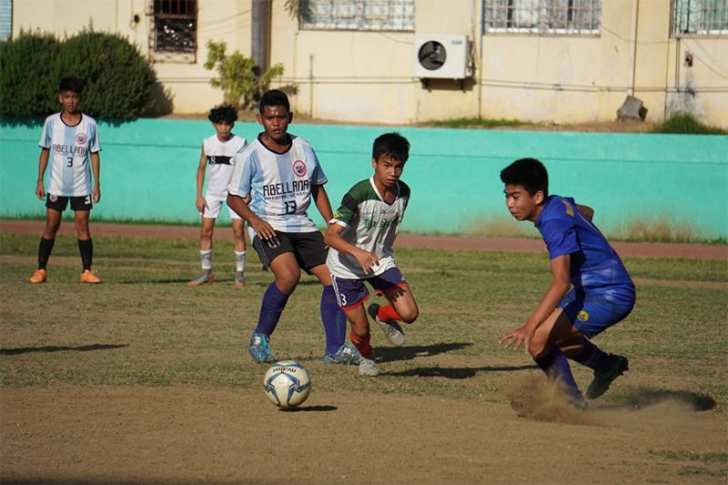 FINAL BOUND. Abellana National School ended the undefeated run of Don Bosco Technology Center to advance to the final of the AboitizLand Football Cup Boys 16 division. (Sunstar Photo / Alex Badayos)