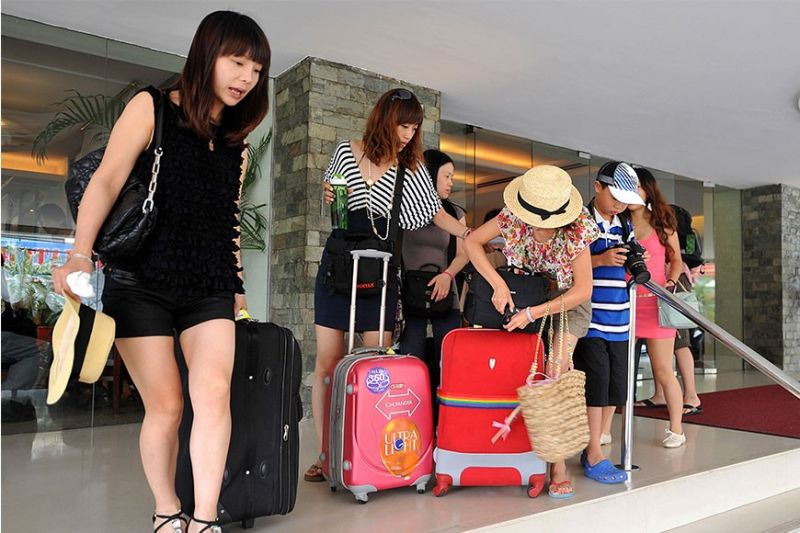 VIRUS IMPACT. The Philippines stands to suffer from the dwindling of Chinese tourists amid the novel coronavirus outbreak. Chinese nationals accounted for 21.10 percent of the 8,260,913 foreigners that visited the Philippines in 2019.  (Sunstar  File)
