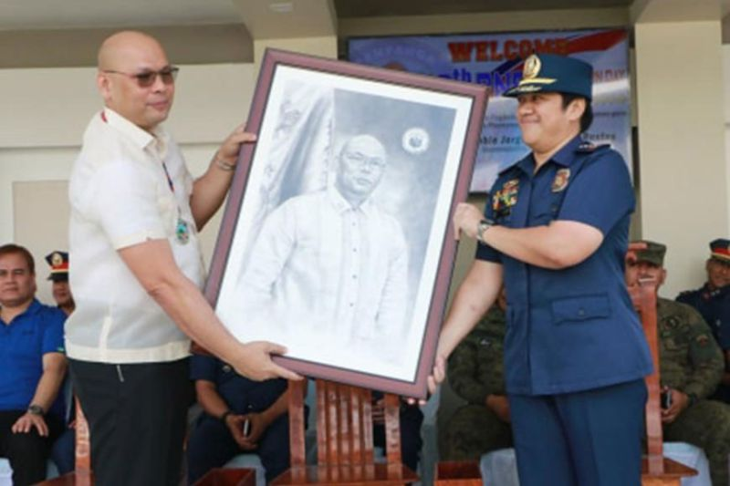 PAMPANGA. Congressman Jorge Antonio P. Bustos of Patrol Party-list receives a memento from Police Colonel Jean Fajardo, provincial director of the Pampanga Police Office during the 29th PNP Foundation Day celebration Monday, February 24, 2020, at Pampanga PPO, City of San Fernando, Pampanga. (Photo by Chris Navarro)