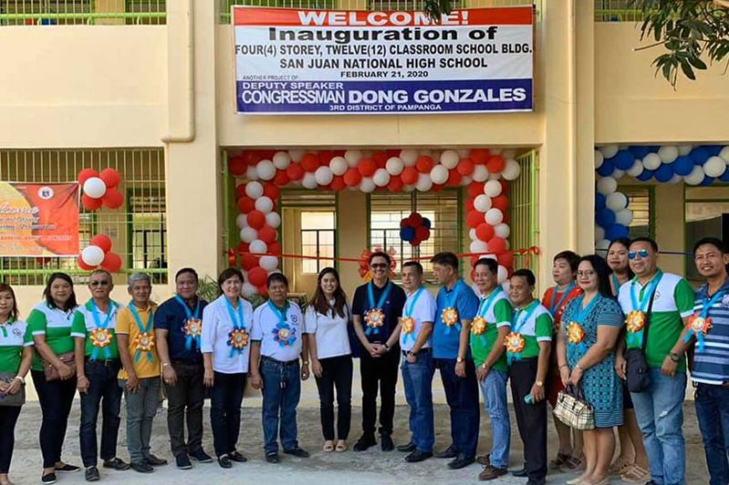 "PAMPANGA. Third District Representative Aurelio ""Dong"" Gonzales, Jr. is joined by officials of Mexico town and San Juan National High School for the inauguration of a P31-million school building. (Photo by Ian Ocampo Flora)"