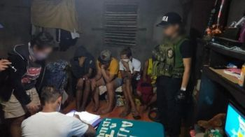 BACOLOD. Philippine Drug Enforcement Agency personnel arrest five suspects in a drug bust in Silay City Saturday, February 22, 2020. (Photo grabbed from PDEA-Western Visayas Facebook page)