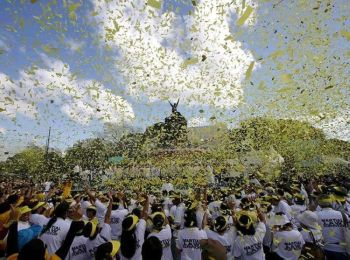 MANILA. In this February 25, 2013, file photo, yellow confetti rains on hundreds of people visiting the People Power Monument along Edsa Boulevard in Quezon City, Philippines, to celebrate the 27th anniversary of the People Power Revolution. (AP)