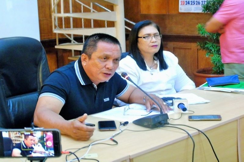 DUMAGUETE. Negros Oriental Governor Roel Degamo says he will meet with leaders of religious groups in the province to impart the government's counter insurgency approach. (PIA)