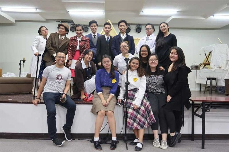 """BROADWAY YOUTH CEBU. The cast and crew of """"The Diary of Anne Frank"""" with directors Allan Nazareno (seated left) and Tiffany Neri (right)."""