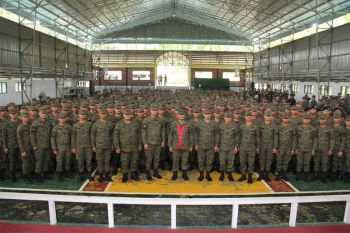 CAPIZ. Lieutenant General Gilbert Gapay, commanding general of the Philippine Army, poses with the soldiers of the 3rd Infantry (Spearhead) Division on Wednesday, February 26, 2020, during his first visit to Camp Peralta, Jamindan, Capiz. (Photo from 3IDPAO)