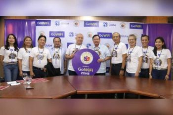 PARTNERSHIP: Nag-partner ang Globe ug kagamhanan sa siyudad sa Iloilo alang sa pagpakusog sa wifi services sa giant telco. Ang pormal nga panag-alyansa gihimo atol sa courtesy visit sa mga opisyal sa Globe didto sa Iloilo City Hall niadtong Pebrero 8. Mitambong sa kalihukan sila si Rebecca Eclipse, Globe Chief Customer Experience Officer; Rizza Maniego- Eala, Globe Chief Finance Officer; Iloilo City Vice Mayor Jeffrey Ganzon; Albert De Larrazabal, Globe Chief Commercial Officer; Ernest Cu, Globe President & CEO; Iloilo City Mayor Hon. Jerry Treñas; Gil Genio, Globe Chief Technology and Information Officer; Renato Jiao, Globe Chief Human Resource Officer; Bernard Llamzon, Globe Executive Vice President for Channel Management; ug Janis Racpan, Director of Globe Digital Solutions Group. (Tampo)