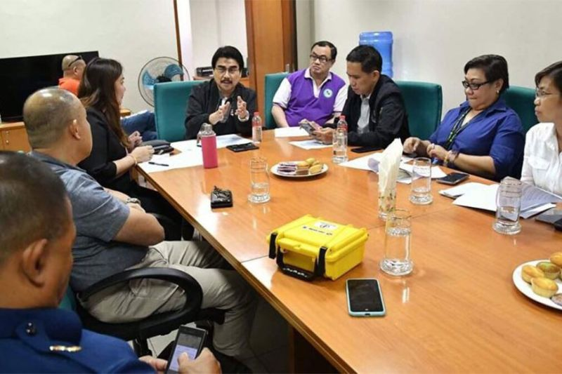 BACOLOD. Mayor Evelio Leonardia, City Administrator Em Ang, City Legal Officer Joselito Bayatan, Secretary to the Mayor Atty. Edward Joseph Cuansing, City Health Officer Dr. Ma. Carmela Gensoli, and CHO-Environmental Sanitation Division head Dr. Grace Tan meet with Bureau of Quarantine Bacolod chief Dr. Sebastian Tabuga, Philippine Coast Guard - Negros Occidental provincial commander Jansen Benjamin, and chief petty officer Ranilo Lañojan at the Bacolod City Government Center Wednesday afternoon, February 26, to discuss procedures, in the light of the coronavirus disease (Covid-19), in handling M/V Unicorn Bravo, a cargo vessel from Xiamen, China, that is now in the waters of Bacolod and is requesting the PCG to allow its 19 crew members to disembark at the Bredco Port. (Photo by City PIO)